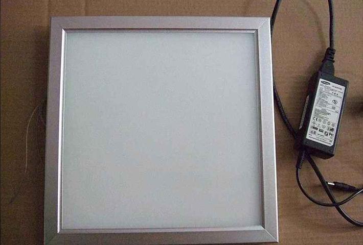 广州LED面板灯工厂:学会使用「半小时照度法」辨别散热器的好坏