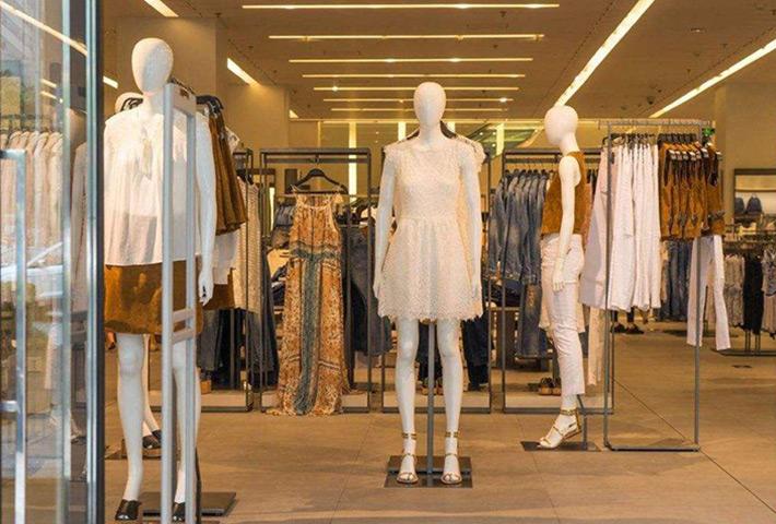 梅州象鼻灯厂家:二十平米的服装店装修 如何设计比较合理