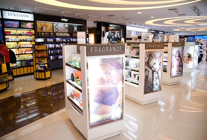 美妆店筒灯厂家:如何设计化妆品店铺灯光吸引顾客?